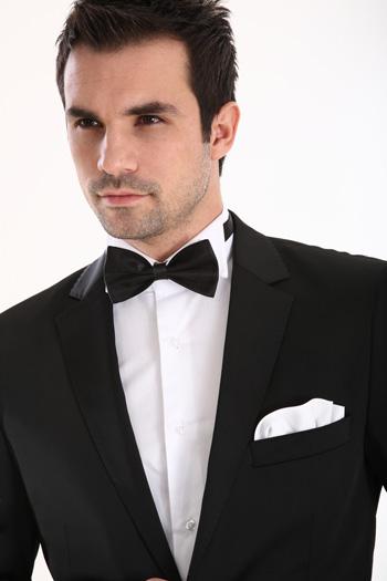 ปกคอเสื้อแบบบางนั้นให้ลุคที่ดูทันสมัยมากกว่าแบบกว้าง|ร้านสูท พพร บริการตัดสูท ชุดสูท