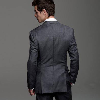 ถ้าเลือกเสื้อสูทที่ปลายเสื้อด้านหลังมีการตัดเย็บให้มีช่องว่างสักหน่อย |ร้านสูท พพร บริการตัดสูท ชุดสูท