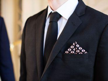 เทคนิคการพับผ้าเช็ดหน้าใส่กระเป๋าเสื้อสูท | ร้านสูท พพร บริการตัดสูท ชุดสูท